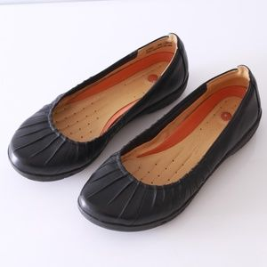 Clark's unstructured slide on flats shoes size 8W